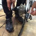 輪行するときにロードバイクの後輪って外すべき?